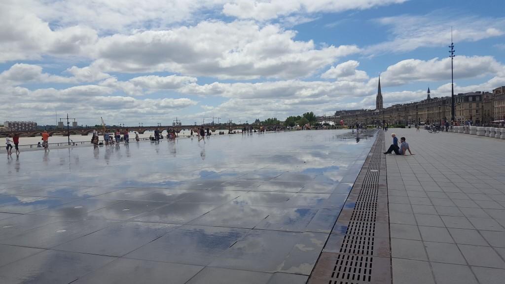 ブルス広場にて・水鏡